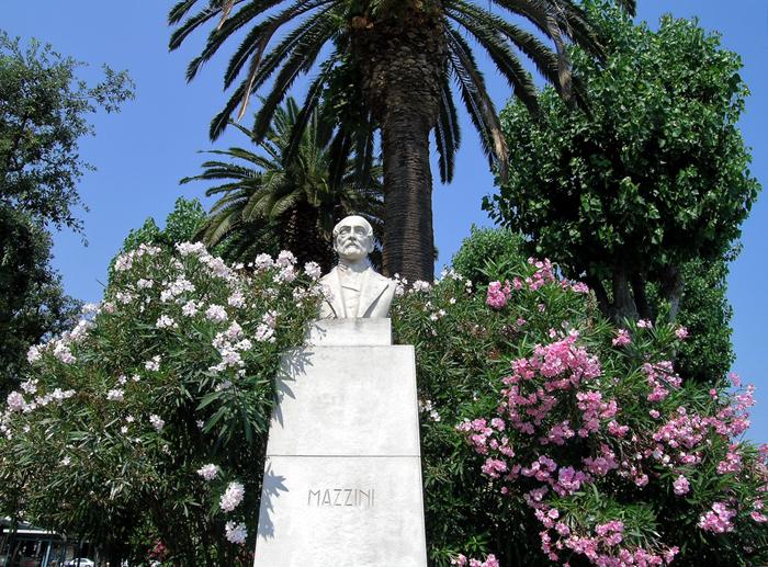 Bari, monumento a Mazzini
