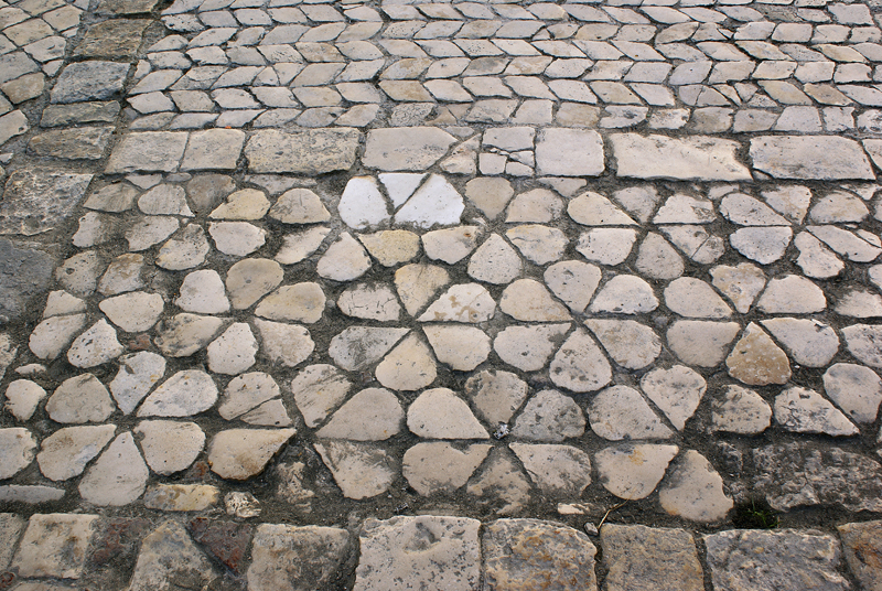 Bari, Piazzetta S.Maria del Buonconsiglio, pavimento musivo