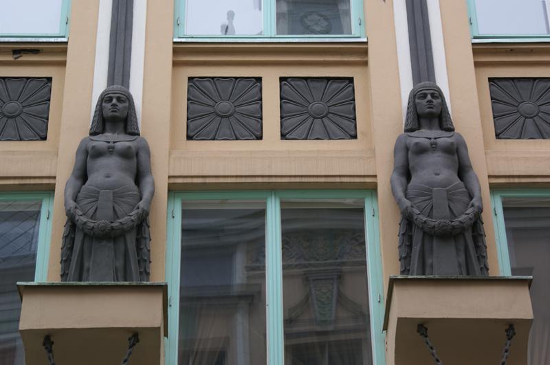 Tallinn, decori in stile egizio