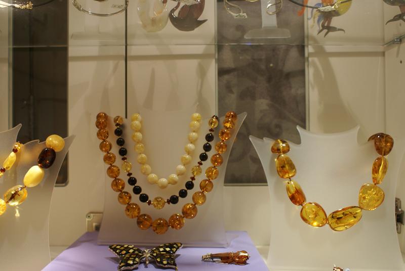 Tallinn, collane di ambra