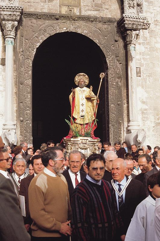 La statua di San Nicola in processione '85