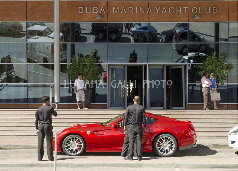 Ferrari a Dubai Marina